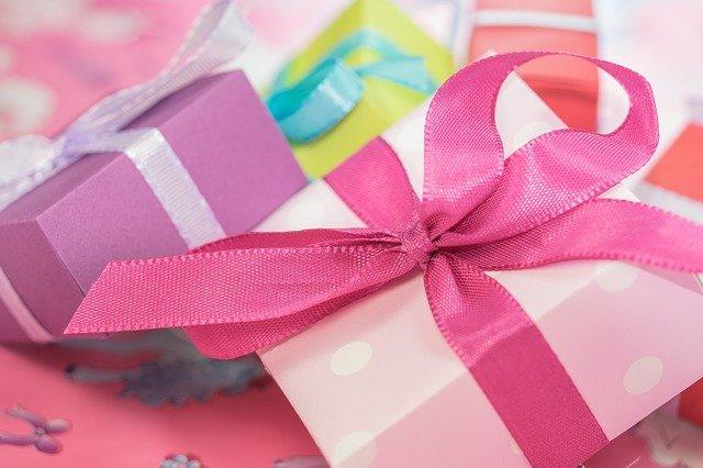 Zeige Geldsklaven deine Geschenke